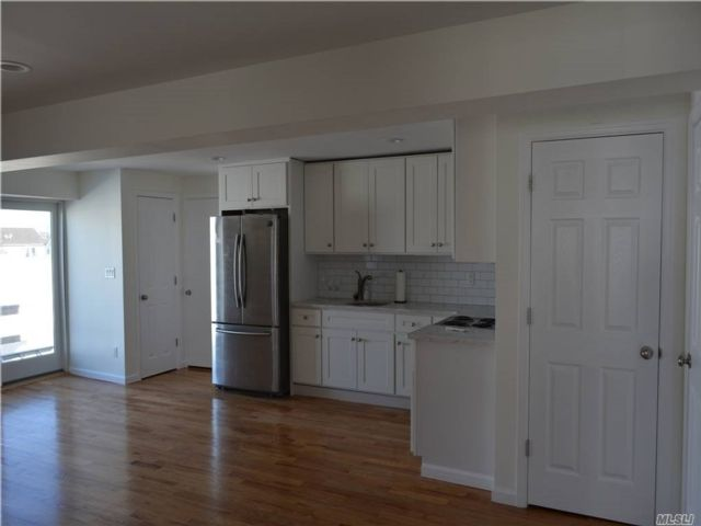 2 BR,  1.00 BTH  Apt in bldg style home in Freeport