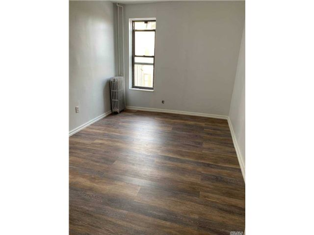 3 BR,  1.00 BTH  Apt in bldg style home in Windsor Terrace