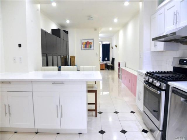 3 BR,  2.00 BTH Townhouse style home in Dyker Heights