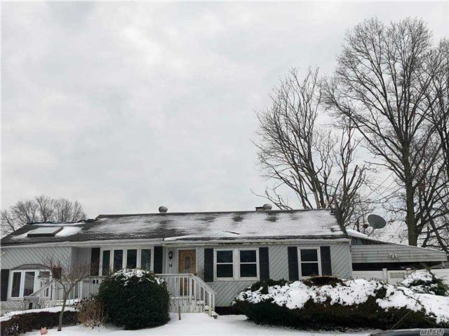 3 BR,  1.00 BTH Ranch style home in Brentwood