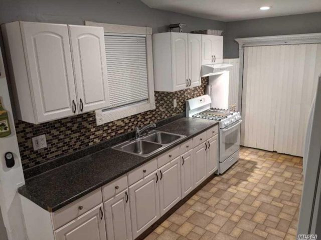 2 BR,  1.00 BTH  Apt in house style home in Huntington Station