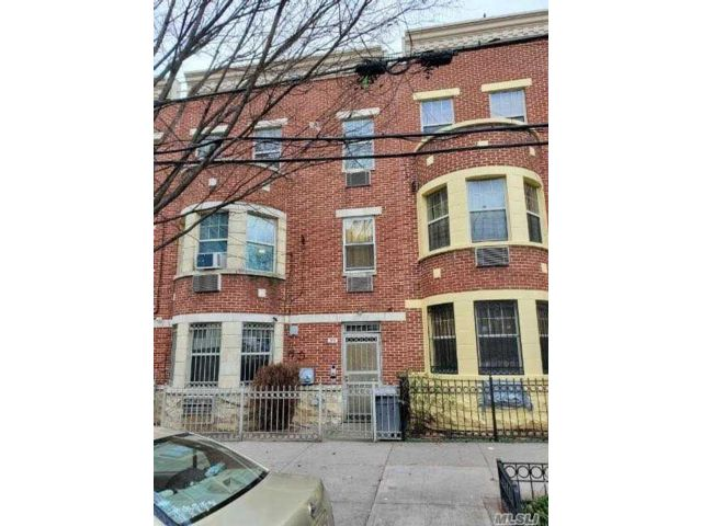 6 BR,  4.00 BTH 2 story style home in Bedford Stuyvesant