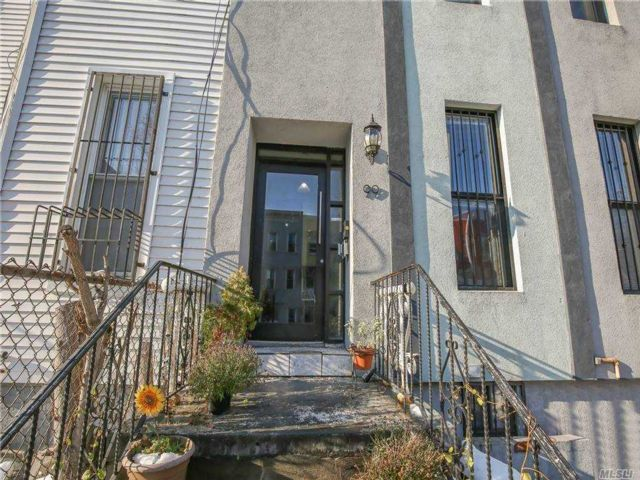 4 BR,  1.00 BTH Apt in bldg style home in East New York