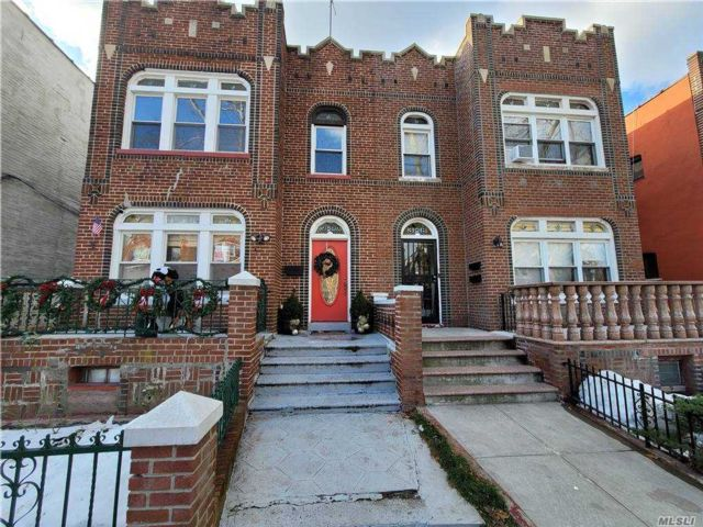 4 BR,  1.00 BTH  Apt in house style home in Jackson Heights