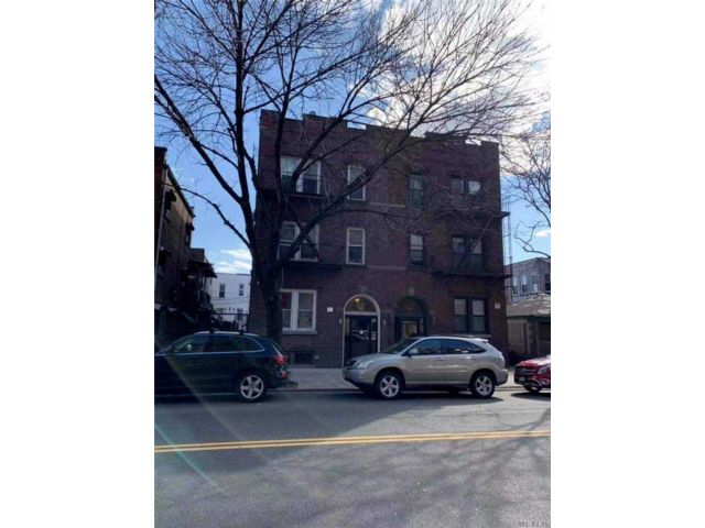 11 BR,  6.00 BTH  Colonial style home in Jackson Heights
