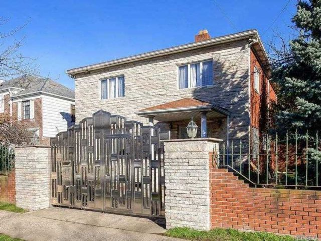 4 BR,  5.00 BTH 2 story style home in Forest Hills