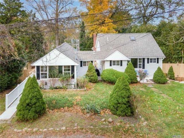 4 BR,  4.00 BTH 2 story style home in Rocky Point