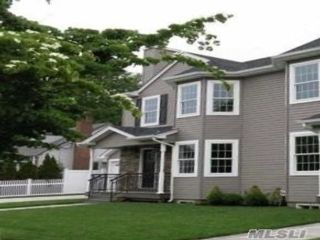 4 BR,  4.00 BTH Duplex style home in East Meadow