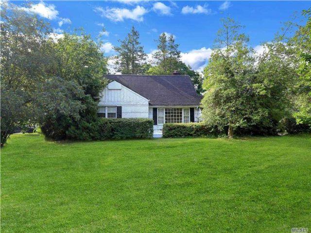 Lot <b>Size:</b> 129x115 Land style home in East Hills