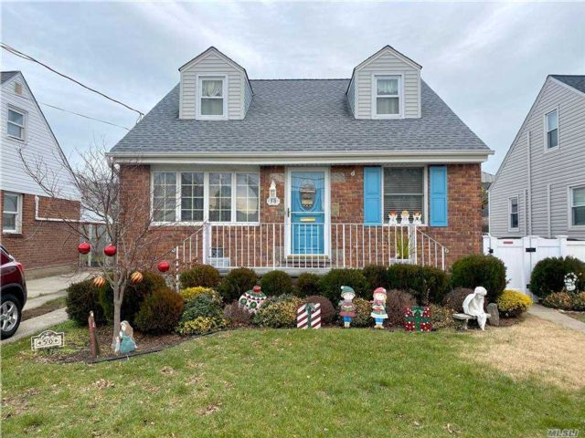 4 BR,  1.00 BTH Cape style home in Mineola