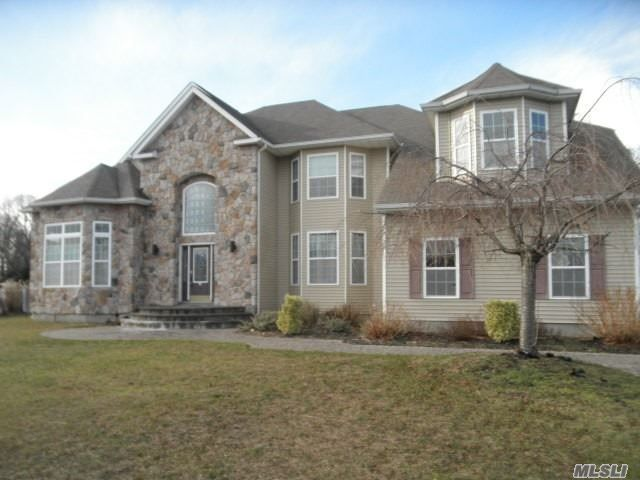 5 BR,  5.00 BTH Colonial style home in Shoreham