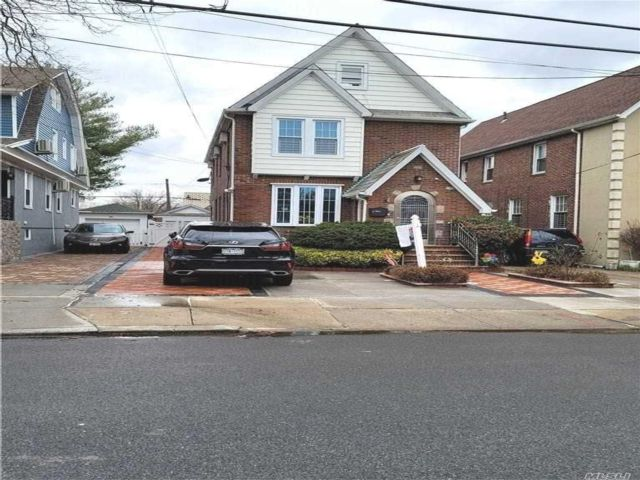 5 BR,  4.00 BTH Other style home in Jamaica Hills