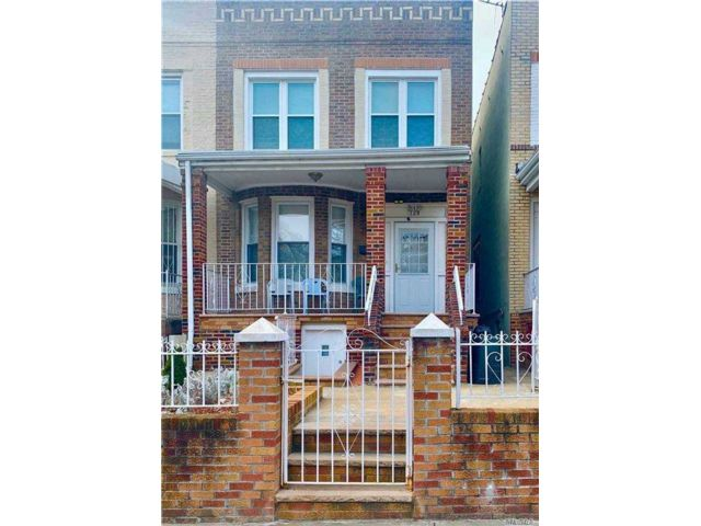 3 BR,  3.00 BTH Colonial style home in Flatbush