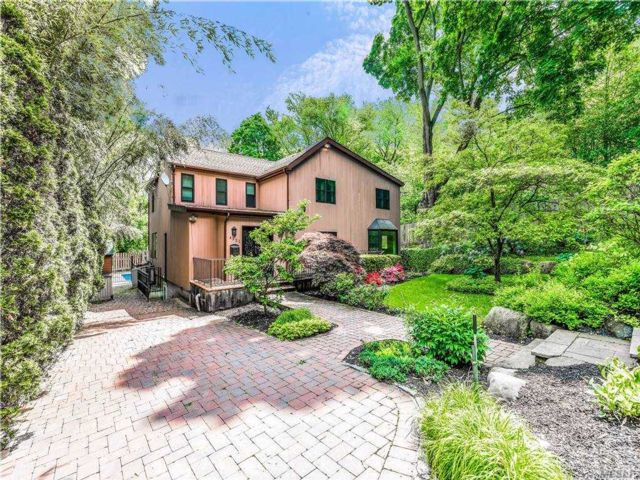 4 BR,  2.00 BTH  Colonial style home in Douglaston