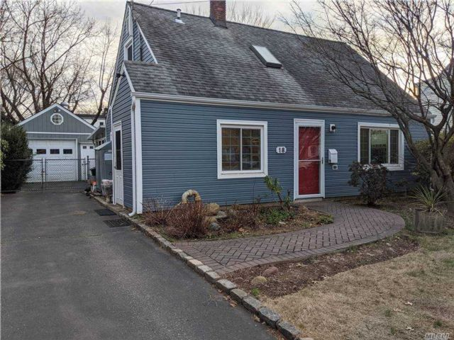 3 BR,  1.00 BTH Cape style home in Roslyn Heights