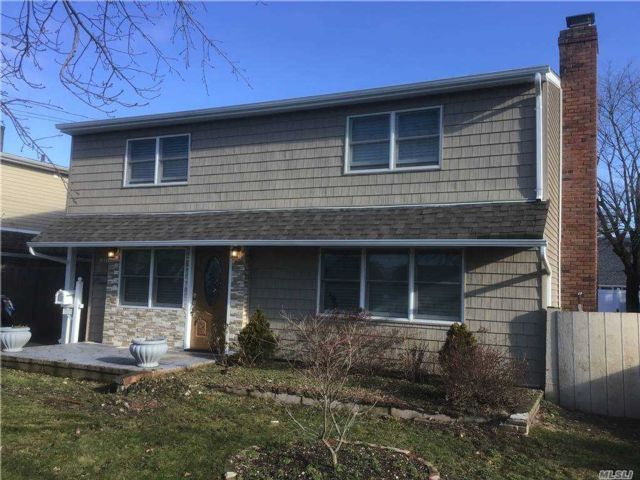 3 BR,  3.00 BTH Colonial style home in Westbury