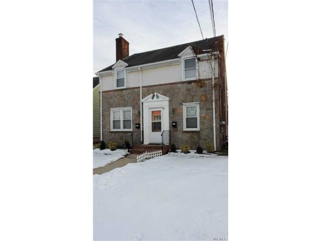 2 BR,  1.00 BTH Apt in house style home in Williston Park