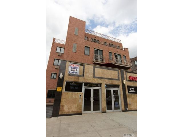3 BR,  1.00 BTH  Apt in bldg style home in Long Island City