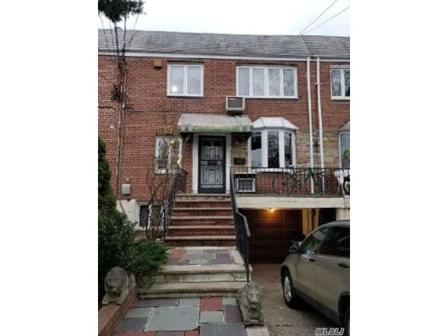 2 BR,  2.00 BTH Duplex style home in Middle Village