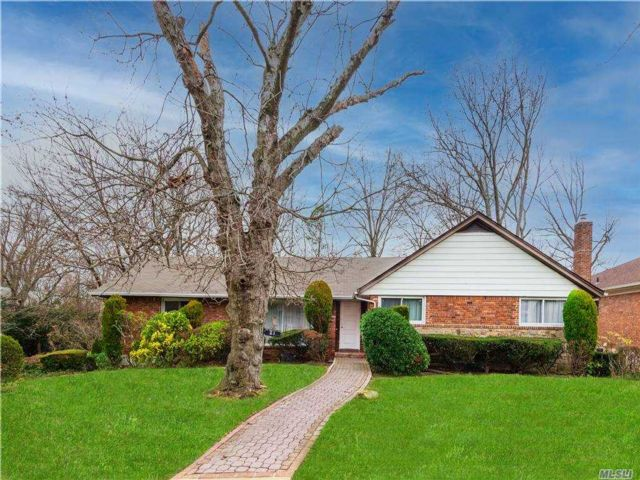 3 BR,  2.00 BTH Ranch style home in Great Neck