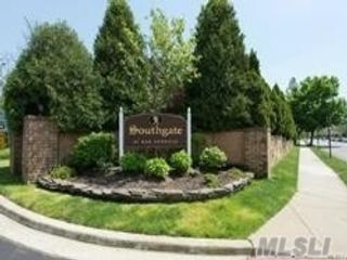 3 BR,  3.00 BTH Townhouse style home in Massapequa Park