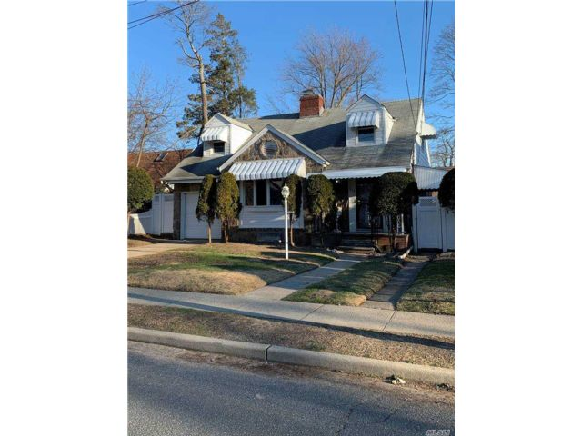 4 BR,  2.00 BTH Cape style home in West Hempstead