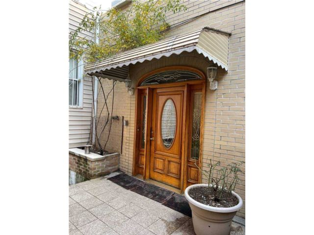 2 BR,  1.00 BTH  Apt in bldg style home in Brooklyn