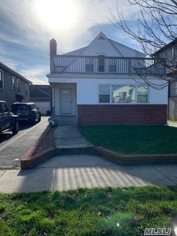 5 BR,  3.00 BTH Duplex style home in Long Beach