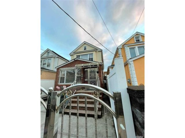 3 BR,  3.00 BTH  2 story style home in Richmond Hill
