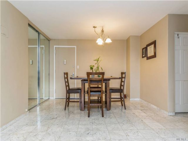 2 BR,  1.00 BTH High rise style home in Kew Gardens