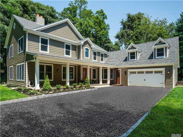 5 BR,  4.00 BTH  Nantucket style home in Old Field