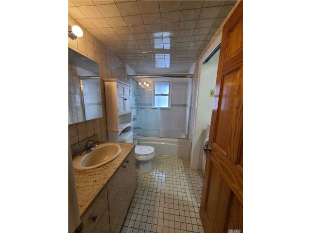 2 BR,  1.00 BTH 2 story style home in Flushing