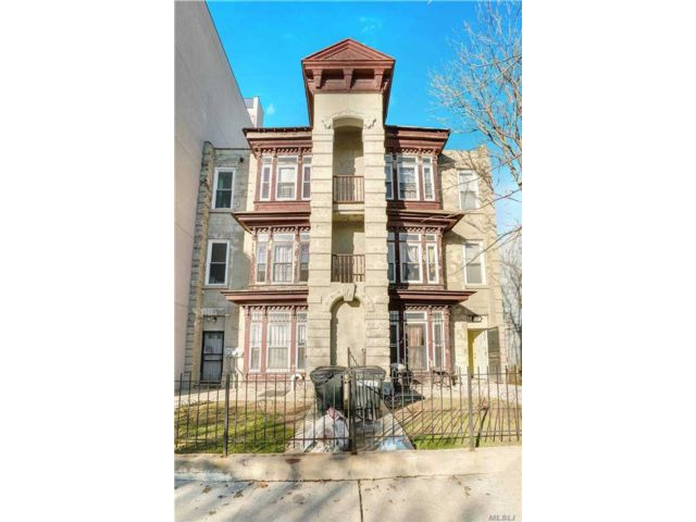 8 BR,  3.00 BTH Trilevel style home in Bedford Stuyvesant