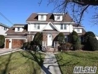 5 BR,  5.00 BTH  Colonial style home in Lynbrook