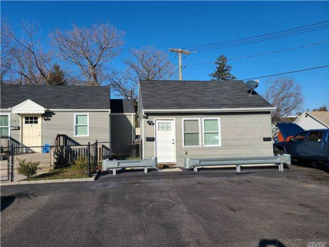 7 BR,  3.00 BTH  Ranch style home in Port Jefferson Station