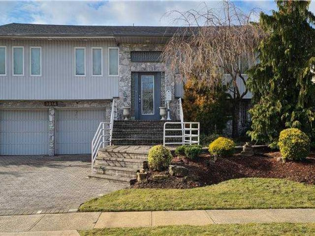 4 BR,  2.00 BTH Hi ranch style home in Merrick