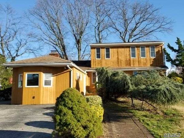 5 BR,  3.00 BTH  Contemporary style home in Massapequa Park