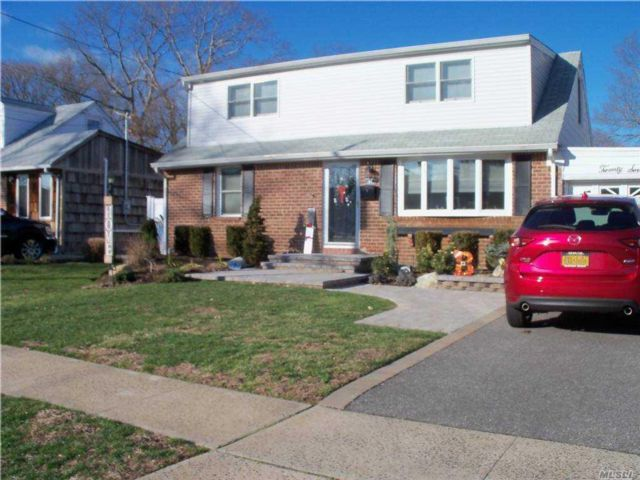 4 BR,  2.00 BTH Exp cape style home in Farmingdale
