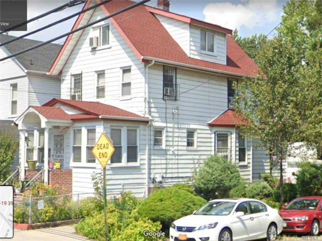 6 BR,  3.00 BTH Contemporary style home in Woodside