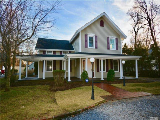 5 BR,  3.00 BTH Colonial style home in St. James