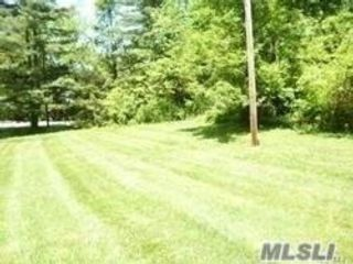 Lot <b>Size:</b> 2.39 Land style home in Lloyd Harbor