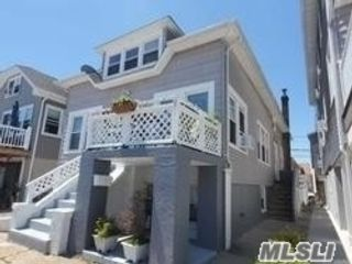 7 BR,  3.00 BTH 2 story style home in Long Beach