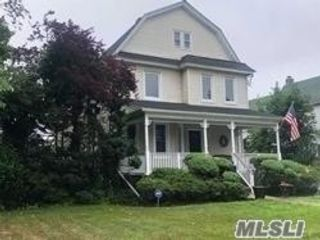5 BR,  3.00 BTH Colonial style home in Rockville Centre