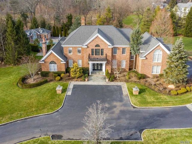 6 BR,  6.00 BTH Colonial style home in Muttontown