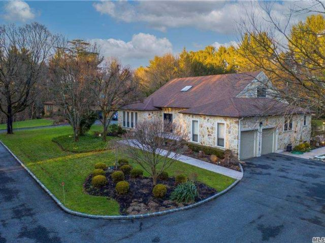 6 BR,  5.00 BTH Farm ranch style home in Syosset