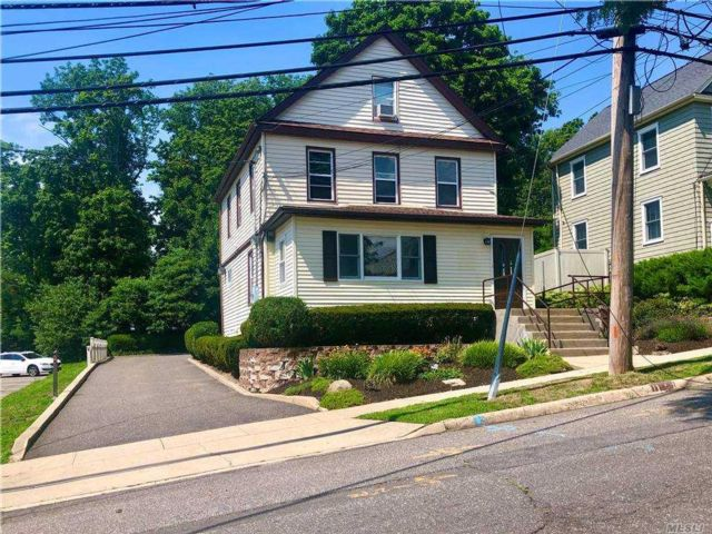2 BR,  1.00 BTH  Apt in house style home in Huntington