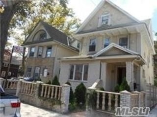 6 BR,  4.00 BTH Contemporary style home in Kew Gardens