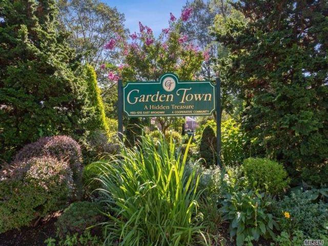 2 BR,  2.00 BTH Garden apartmen style home in Hewlett