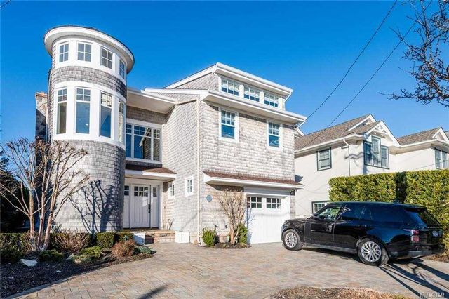 4 BR,  3.00 BTH Contemporary style home in Point Lookout