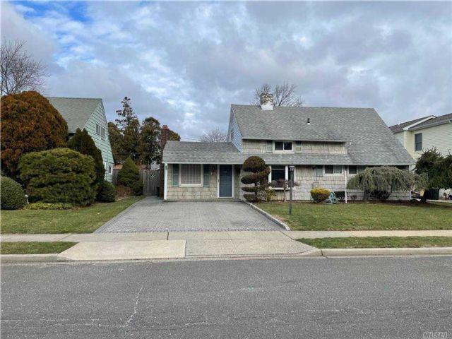 [Hicksville Real Estate, listing number 3173908]